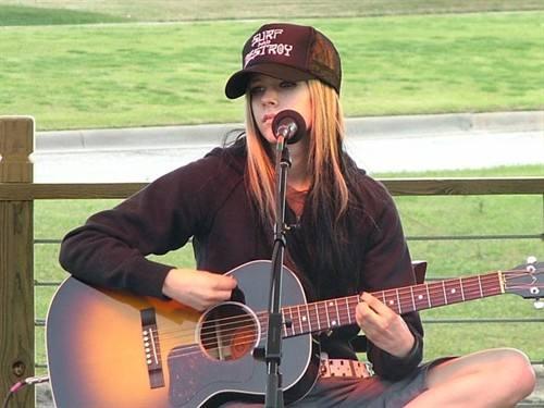 英文歌曲《Birdie》中文歌词-艾薇儿(Avril Lavigne)