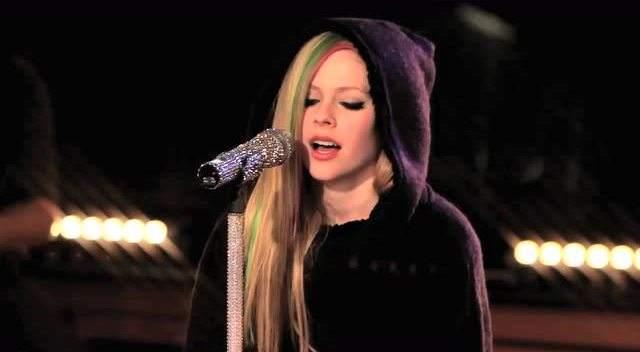 英语歌曲《take me away》(带我走)中文歌词-艾薇儿Avril